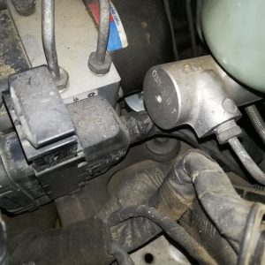 Jeep WJ CRD axle gear ratio swap CAN bus filter installation ABS plug